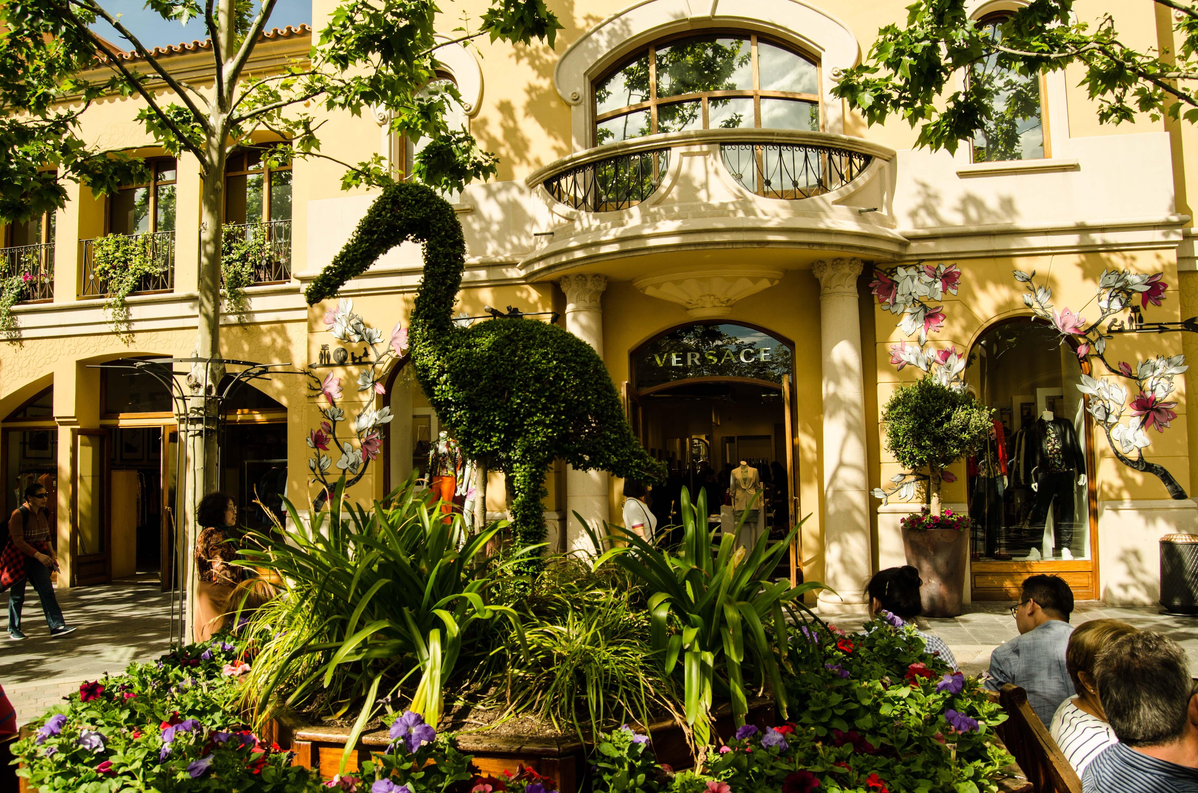 madridallincluded-las-rozas-village-luxury-discount-versace